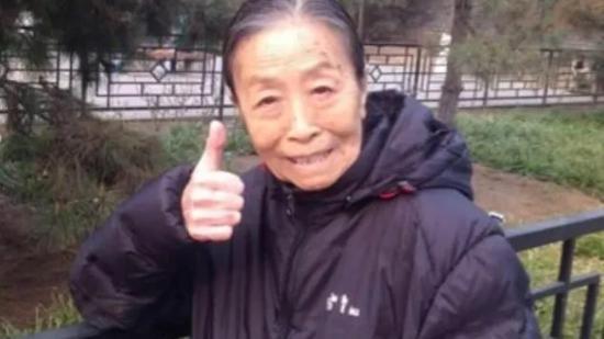 丑娘晚節不保!82歲張少華被曝出丑聞,拒不認錯導致形象跌入谷底